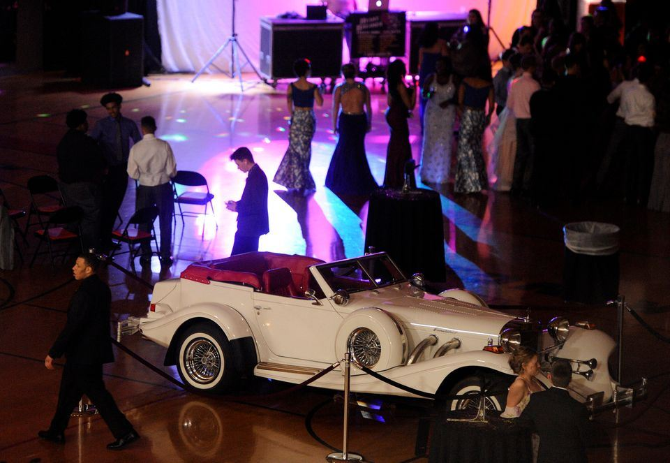 "Jackson High School goes to Prom 2018 with ""Gatsby's Party"" theme"